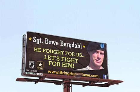 Sotavanki Bowe Bergdahlia on vihattu ja rakastettu. Spokanen kaupungissa helmikuussa olleessa tienvarsikyltissä vaadittiin toimia Bergdahlin vapauttamiseksi.