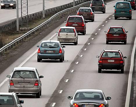 Suomessa on rekisterissä kolme miljoonaa autoa