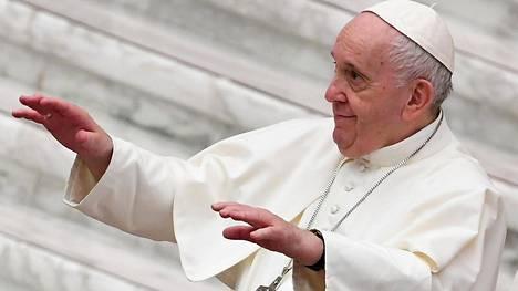 """""""Homoseksuaalisilla ihmisillä on oikeus olla perheessä"""", katolisen kirkon paavi Franciscus sanoi dokumenttielokuvassa. Kuvassa paavi Franciscus Vatikaanissa lokakuun alussa."""