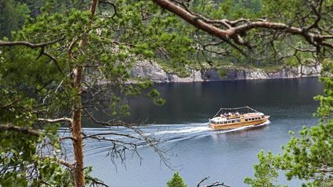 Suomi on yksi Euroopan harvimmin asutuista maista. Koronavirustilanteessa siinäkin on etunsa. Repoveden kansallispuisto Kaakkois-Suomessa on erityisesti kotimaanmatkailijoiden suosiossa.