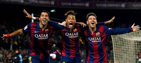 Barcelonan Luis Suárez, Neymar ja Lionel Messi juhlivat yhdessä maalia tammikuussa pelatussa Atlético-ottelussa. Kolmikolta odotetaan osumia myös Mestarien liigan pudotuspeleissä Manchester Cityä vastaan.