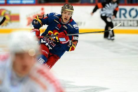 Vielä viime kaudella Teuvo Teräväinen pelasi Jokereissa ja keräsi 49 ottelussa 44 tehopistettä.
