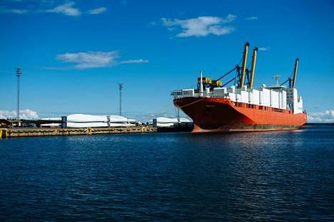Venäläinen Tecoil Polaris -alus pysäytettiin Haminan satamassa viime marraskuussa. Kuvassa rahtilaiva Haminan satamassa vuonna 2014.