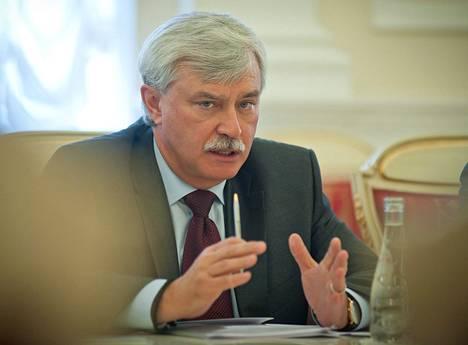 Pietarin kuvernööri Georgi Poltavtšenko Smolnassa toukokuun lopulla.