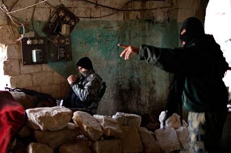 Syyrian kapinallisten puolella taistelevan islamistiryhmä al-Nusran taistelijoita Aleppossa viime joulukuussa.