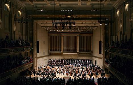 Bostonin sinfoniaorkesteri kotisalissaan Symphony Hallissa viime viikolla. Konsertin johti orkesterin emerituskapellimestari, 83-vuotias Bernard Haitink.<BR/>