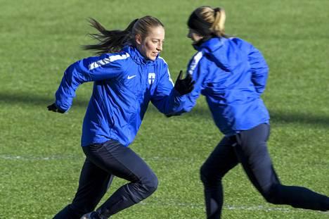 Helmareiden Linda Sällström Suomen naisten jalkapallon A-maajoukkueen harjoituksissa Helsingissä 17. helmikuuta 2021.