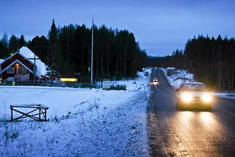 Autoja tiellä 23 välillä Varkaus - Joensuu.