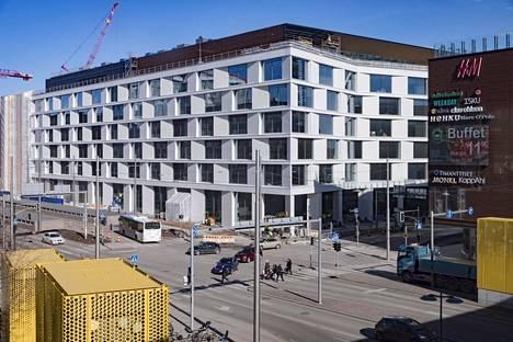 Keskon uusi pääkonttori Helsingin Kalasatamassa kauppakeskus Redin kyljessä on esimerkki toimistojen murroksesta. Yritykset haluavat nyt liikenteen solmukohtiin.