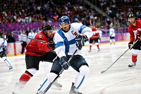 Teemu Selänne esiintyi edukseen kovikovaa Kanadaa vastaan.
