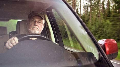 Nykyään Hannu Karpolle on tarjolla enää vain tavallisen eläkeläisen rooli. Se häntä sapettaa.