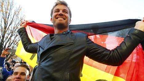 Nico Rosberg juhlisti marraskuussa maailmanmestaruuttaan.