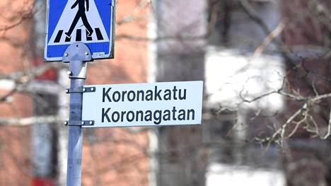 Koronakatu sijaitsee Olarissa. Katu risteää Kuitinkadun kanssa.