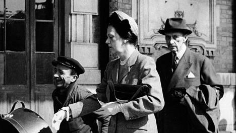 Mannerheim yhdessä kreivitär Gertrud Arcon kanssa Nizzassa huhtikuussa 1950.