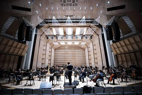 Tampere Filharmonia aikoo keskittyä tänä keväänä verkkokonsertteihin ja tulevan kauden suunnitteluun.