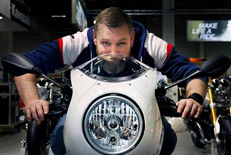 MP-messujen näyttelytoimikunnan puheenjohtaja, BMW:n Esa Ruohonen odottaa moottoripyörämessuille suurta kävijämäärää.