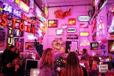 God's Own Junkyard on hämmentävä paikka. Walthamstow'n panimojen kupeesta löytyy satojen valomainosten näyttelytila, joka luo epätodellisen vaikutelman.
