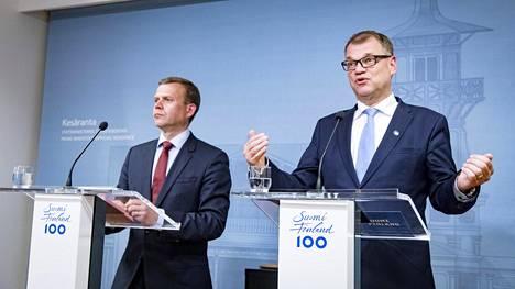 Kello 17: Kokoomuksen puheenjohtaja Petteri Orpo (vas.) ja pääministeri Juha Sipilä kertoivat tiedotustilaisuudessa Kesärannassa arvojen eron perussuomalaisiin kasvaneen niin suureksi, ettei hallituksen ole mahdollista jatkaa.