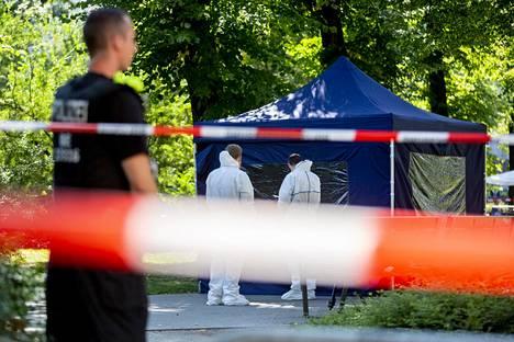 Tutkijat eristivät Zelimhan Hangošvilin murhapaikan Berliinissä elokuussa.