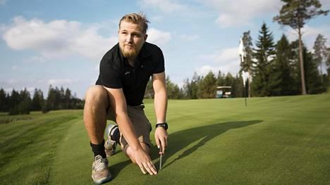 Janne Lehto työskentelee toista vuotta Hirsala Golfin kenttämestarina Kirkkonummella.