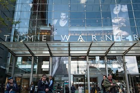 Mediaimperiumi Time Warnerista tulee kenties osa AT&T:tä. Kauppa kohtaa kuitenkin vastatuulta poliitikoilta ja kilpailuviranomaisilta.