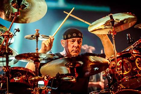 Rumpali Neil Peart Kanadassa vuonna 2013.
