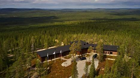 Janne Honkasen perustaman Luxury Action -yrityksen asiakkaat voivat majoittua muun muassa yksityismajalla, jota ympäröi 300 hehtaaria maata.