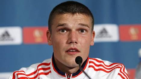 Venäjän jalkapallomaajoukkueen kapteeni Igor Denisov lehdistötilaisuudessa Israelissa syyskuussa 2012.
