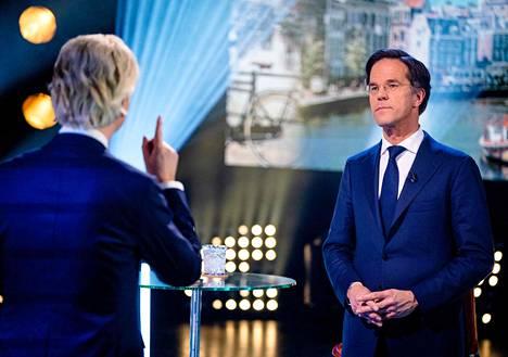 Vaalien ennakkosuosikki, pääministeri Mark Rutte vastasi maaliskuussa tv-väittelyn kysymyksiin.