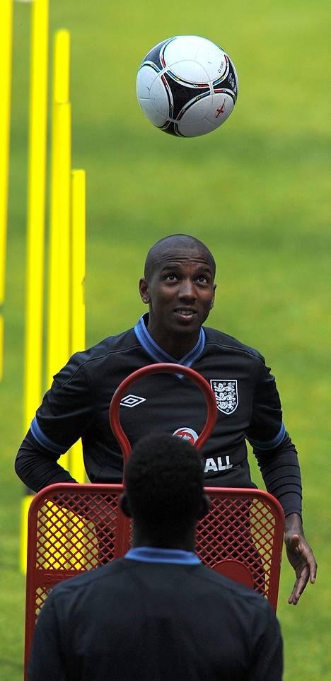 Ashley Young harjoituskentällä. Hän teki Englannin voittomaalin Norjaa vastaan.