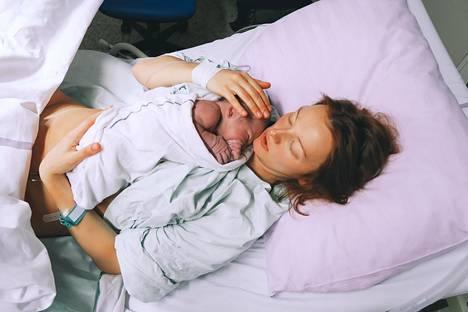 Jos äiti ja vauva voivat hyvin, synnytysasennon valinnalle ei ole normaalisynnytyksessä juurikaan esteitä.