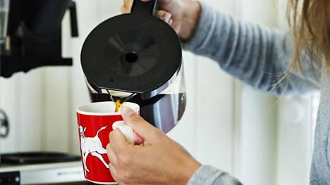 Löytyykö kaapistasi tumma- vai vaaleapaahtoista kahvia? Jopa kahvivalinta saattaa luoda ihmisestä mielikuvia muille.