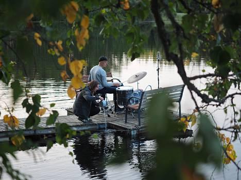 Elifantree-yhtyeen Hachi-levyn ensimmäiset äänitykset tehtiin kesällä 2018 Savossa, saksofonisti Pauli Lyytisen vanhempien mökillä. Lyytisen kanssa äänimateriaalia keräsi Elifantreen rumpali Olavi Louhivuori.