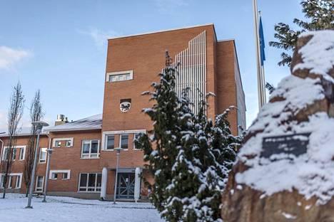 Kittilän kunnanvirasto on yhtä komea kuin monen muunkin kunnan hallintorakennus.