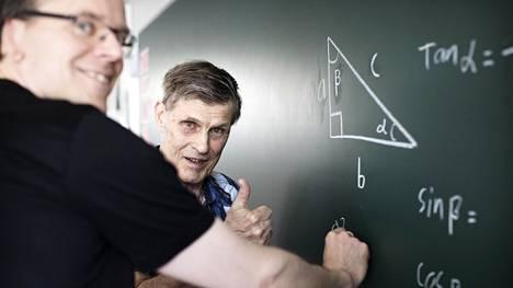 Matti Soive, 82, toimi 1980-luvulla tarkkailuluokan opettajana Härkävehmaan yläkoulussa Hyvinkäällä. Hän tapasi entisen oppilaansa Marco Wessmanin, 43, entisessä luokassaan.