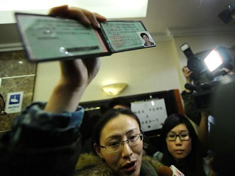 Nainen näytti koneessa mahdollisesti olleen ystävänsä ajokorttia pekingiläisessä hotellissa lauantaina.