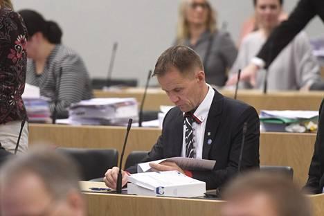 Perussuomalaisten Mika Niikko eduskunnan suullisella kyselytunnilla torstaina. Niikko kannattaa kansalaisaloitetta, jossa vaaditaan avioliiton säilyttämistä miehen ja naisen välisenä.
