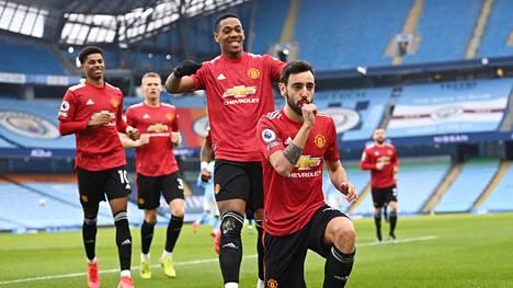 Manchester Unitedin Bruno Fernandes (oik.) tuuletti Manchester Cityn stadionilla Valioliigan paikallisottelun avausmaalia.