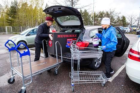 Jarmo Jussila kävi perjantaina puolisonsa Raijan kanssa rautakauppa K-rauta 75:ssä. Pariskunta on noudattanut tiukasti koronaohjeitä, ja käynyt ruokakaupassakin kerran kahdessa viikossa, tyypillisesti tiistai-aamuisin.