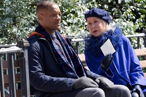 Will Smith ja Helen Mirren Kaikenkattava kauneus -elokuvassa.