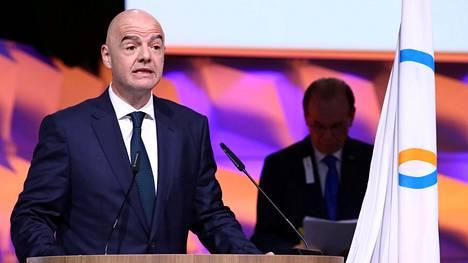 Kansainvälisen jalkapalloliiton puheenjohtaja Gianni Infantino vannoi valan sen jälkeen, kun hänet oli valittu kansainvälisen olympiakomitean jäseneksi tammikuussa 2020.