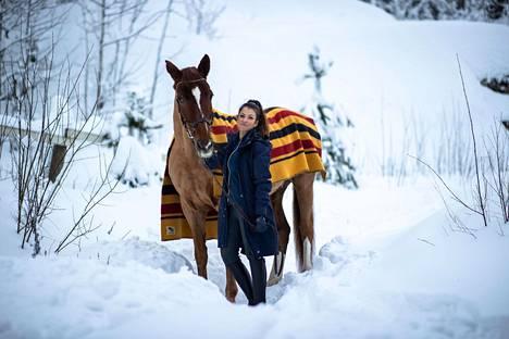 Jenny Banerjee sanoo, että ratsastaminen on hänelle terapiaa.