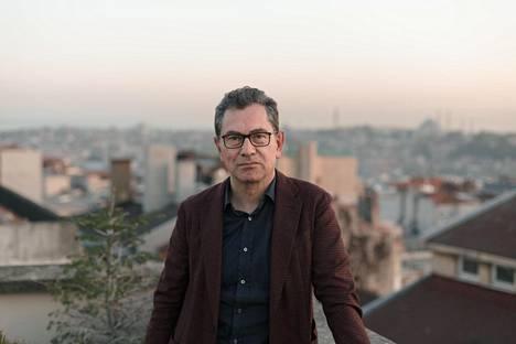 Turkkilainen toimittaja Kadri Gürsel 23. huhtikuuta Istanbulissa.