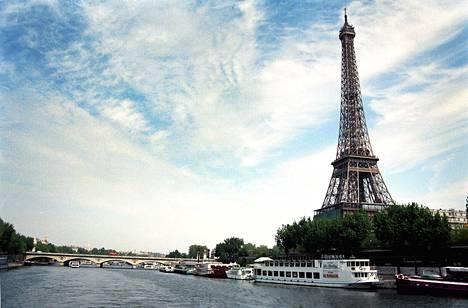 Eiffel-torni oli yksi monista kohteista, joiden räjäyttämistä 29-vuotias algerialaismies suunnitteli.