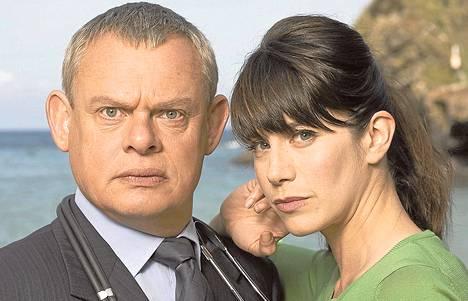 Martin Clunes ja Caroline Catz tavataan Doc Martin -sarjassa. Avausjakso on Areenassa vielä tänään.