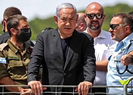Israelin pääministeri Benjamin Netanjahu 30. huhtikuuta israelilaisessa Meronin kylässä.