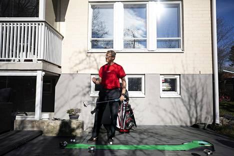 Markku Kanerva oli lähdössä haastattelua seuraavana päivänä, torstaina ensi kertaa keväällä pelaamaan golfia työkavereiden kanssa.