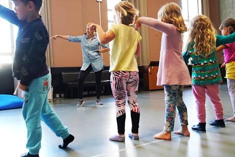 Päiväkoti Franzenian esikoululaiset tanssivat discoa elokuun puolivälissä.