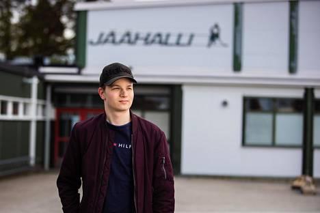 Panu Passiniemi viihtyi jäähallilla ja etenkin joukkueensa pukukopissa myös syöpähoitojen välillä.