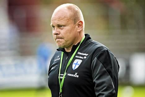 Suomen jalkapallomaajoukkueen päävalmentajalla Mixu Paatelaisella on paljon mietittävää.
